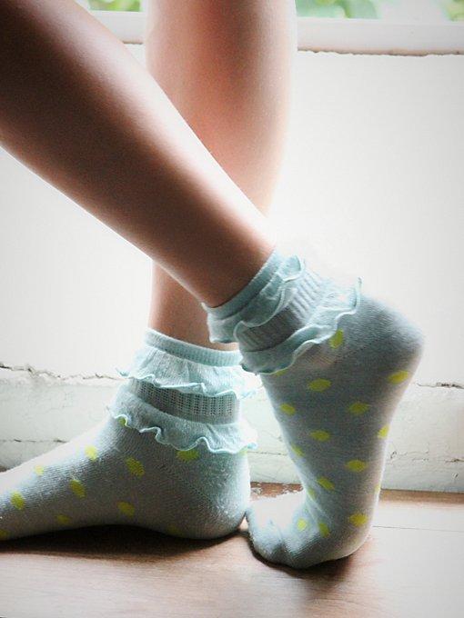 Ruffle Dot Ankle Sock