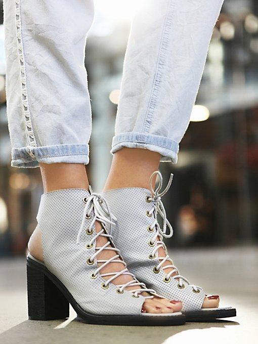 Perf Minimal Lace Heel