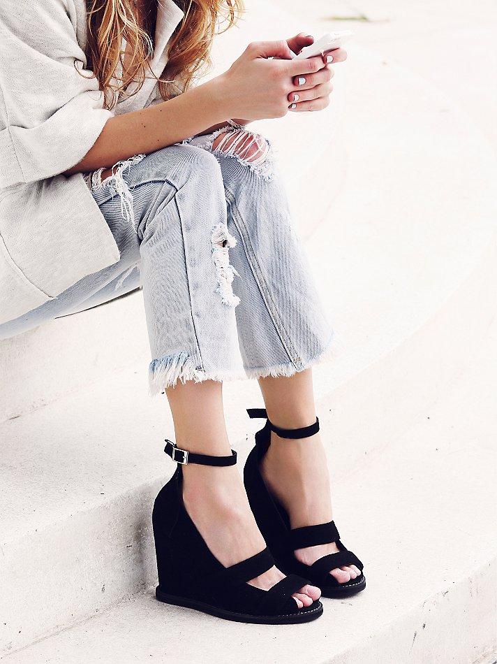 Image result for Menggunakan Sepatu Wedges