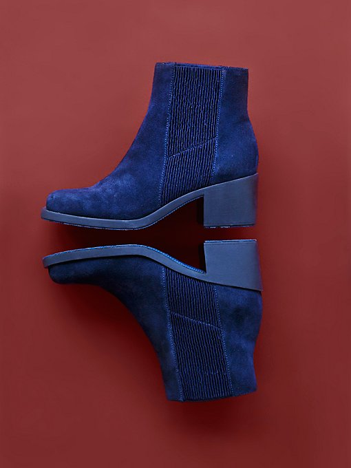 Reviver Ankle Boot